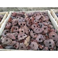 Lawa wulkaniczna czerwona drążona [1kg] - 2 otwory